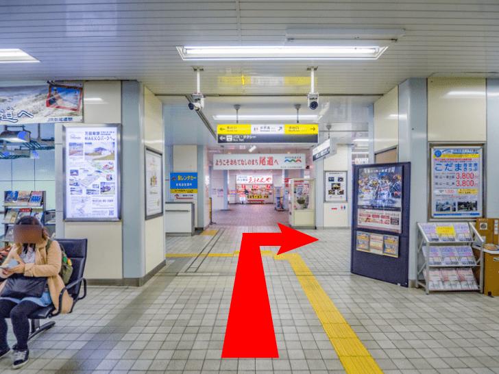 新尾道駅の改札口からコインロッカーへの道順(改札口の前から直進)
