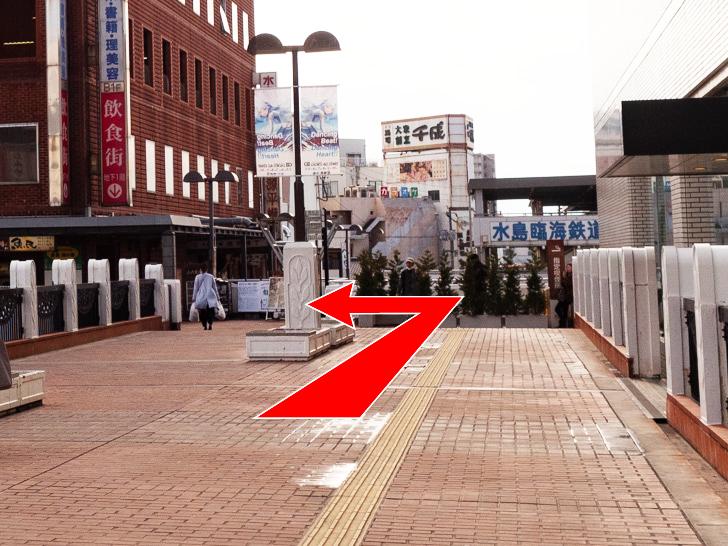 倉敷駅前観光案内所 コインロッカー 道案内:突き当たりを左折
