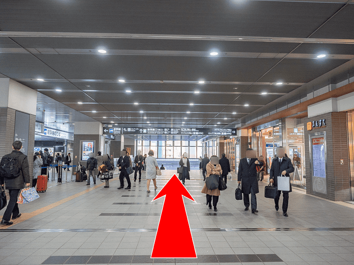 岡山駅 新幹線改札口南側ロッカーへの行き方 東口(後楽園口)へ向かって直進