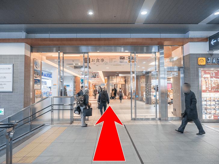 岡山駅 さんすてとホテルグランビア連絡通路のコインロッカーへの行き方 さんすて入口