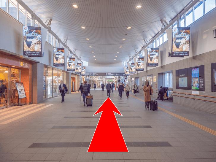 岡山駅 西口ロッカーへの行き方 西口方面へ直進