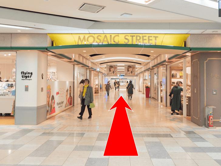 岡山駅 岡山一番街 ATMコーナーのロッカーへの行き方 MOSAIC STREETを直進