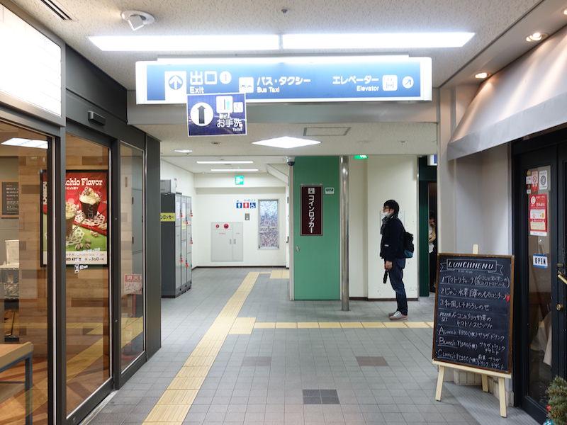 阪急六甲駅コインロッカーの場所1