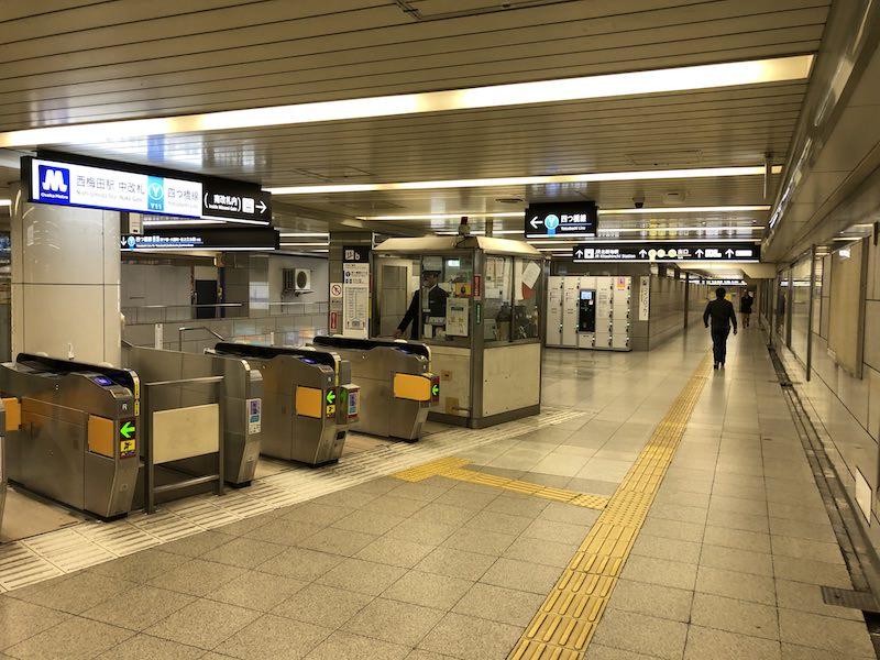 西梅田駅中改札付近西側通路のコインロッカー