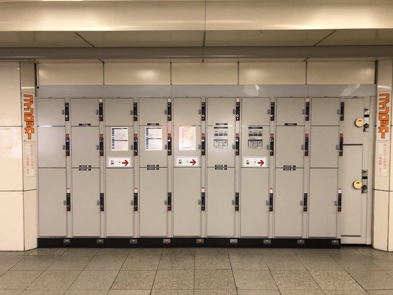 西梅田駅メイン通路中央付近のコインロッカー
