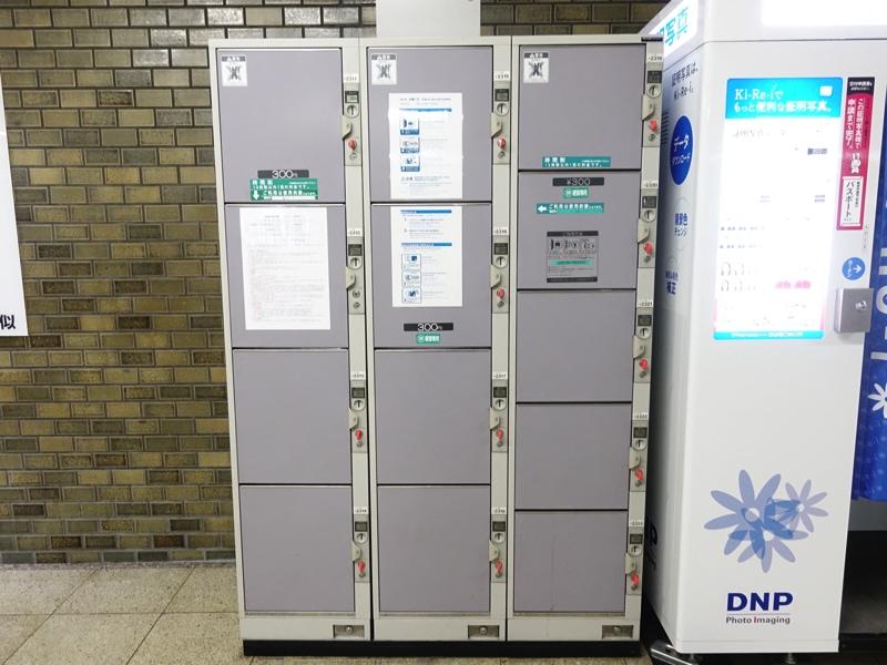 地下鉄琴似駅のコインロッカー 証明写真機横