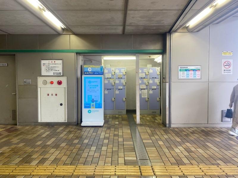 学園都市駅のコインロッカー写真